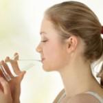 داشتن پوست روشن با نوشیدن آب