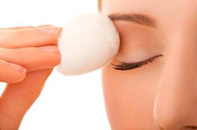 مراقبت از پوست با پاک کردن آرایش , چگونه از پوستمان مراقبت کینم , تمیز کردن آرایش , پاک کردن آرایش , چگونه مراقب پوستمان باشیم , پاک کردن آرایش چشم , پاک کردن ریمل , پاک کردن خط چشم , پاک کردن سایه چشم