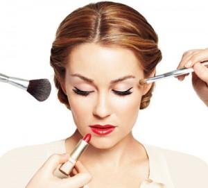 آموزش آرایش چشم متناسب با رژ لب قرمز