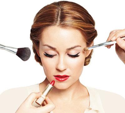 آموزش آرایش چشم همراه با رژ لب قرمز , رژ لب قرمز و آرایش چشم متناسب با آن , برای رژ لب قرمز چگونه آرایش چشمی بهتر است , چگونه آرایش چشمی برای رژ لب قرمز خوب است , آموزش آرایش چشم , رژ لب قرمز