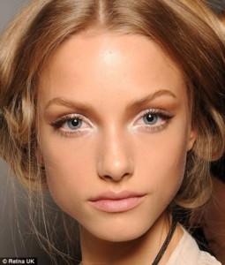 Make-Your-Eyes-Look-Bigger-By-White-Eyeliner