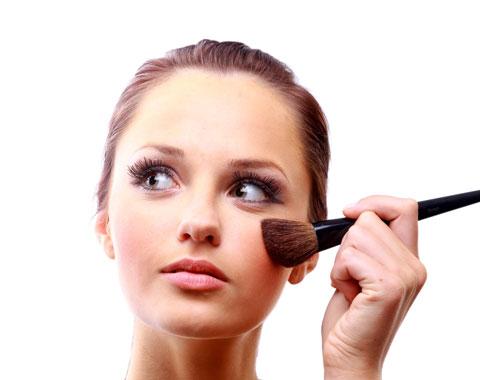 اشتباهات آرایشی , خطاهای آرایشی , آرایش زشت , اشتباهات آرایشی که باید از آنها دوری کنید , خطاهای آرایشی که موجب زشد دیده شدن می شوند